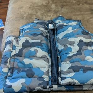 Boys 3t blue camo lined vest new w/out tags